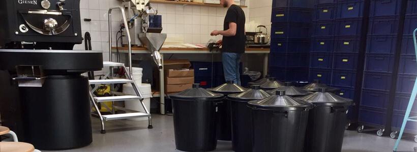 Horecavloer Rotterdam - Man met Bril Koffie